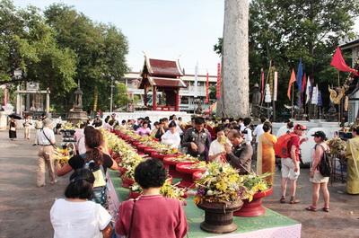 inthakin pilla tradition, chiang mai festival