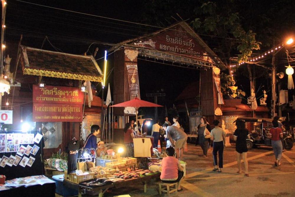 wua lai walking street, saturday walking street, saturday walking street chiang mai, chiang mai markets