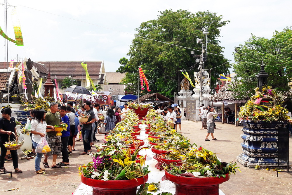 inthakin, inthakin city pillar festival, inthakin festival, inthakin ceremony, sai khan dok, khan dok, chiang mai festival