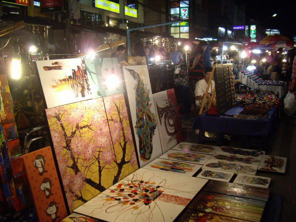 chiang mai night bazaar, chiang night market, shopping in chiang mai